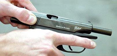 Затвор МР-654К можно отвести назад, поставить на затворную задержку или отделить от рамки - всё, как у настоящего пистолета
