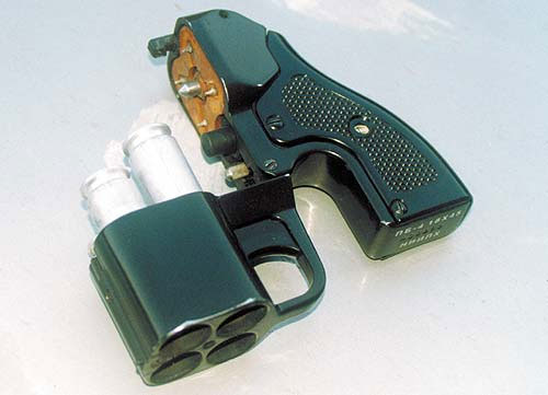 Комплекс самообороны «Оса». В состав комплекса входит пистолет ПБ-4-1 и 18-мм патроны травматического, светозвукового и сигнального действия. На сегодняшний день сертифицированы только патроны травматического действия. «Осу» можно классифицировать как кинетическое нелетальное оружие