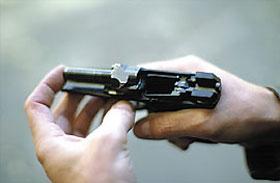 Автоматика пистолета работает за счёт отдачи ствола с коротким ходом со сцепленным затвором, который двигается назад вместе со стволом до его поворота и после чего происходит расцепление
