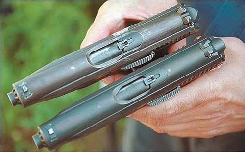 В процессе доработки несколько раз менялась форма гильзовыводного окна пистолета