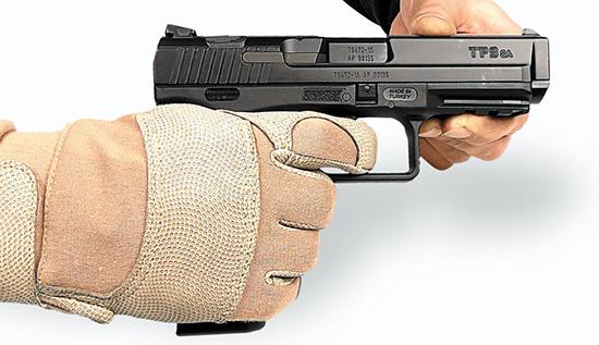 Конструкция Canik TP9 идеально подходит для использования стрелковых перчаток