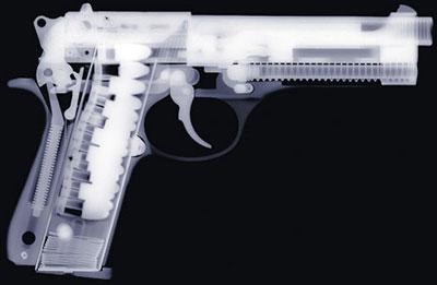 Рентгеновский снимок пистолета работы Ника Визи. Скрыть подобное оружие при современных средствах обнаружения практически невозможно