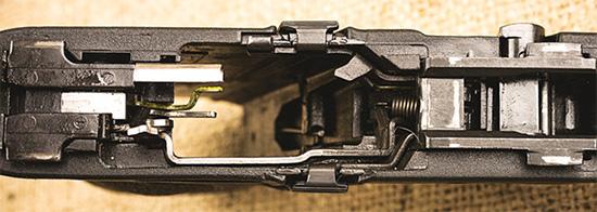 Соединение рамки M&P9 и кожуха-затвора осуществляется в четырех контактных точках с зазором для самоочистки