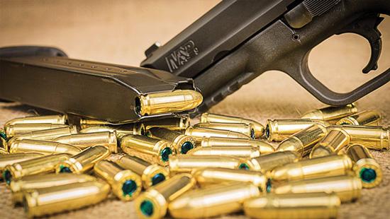 Магазины пистолетов M&P9 и FNS-9 — двухрядные, емкостью 17 и 10 патронов для каждого пистолета