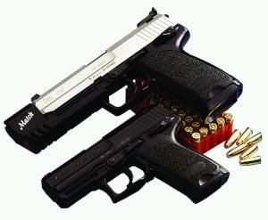 Сверху - .45 спортивно-целевой пистолет НК USP Match Снизу - 9-мм пистолет НК USР.9 Compact