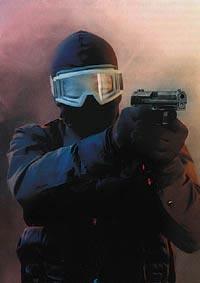 Германский полицейский спецназовец с пистолетом Несkler-Косh Р.8