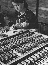 Сборка пистолета «Парабеллум» Р.08 на оружейном заводе фирмы Mauser-Werke
