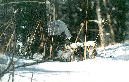 Заняв  позицию, снайпер может забраться в свое «гнездышко» и избавиться от  дискомфорта. Но дискомфорт не является проблемой: снайпер должен  оставаться необнаруженным и быть физически способен выполнить уникальную  работу