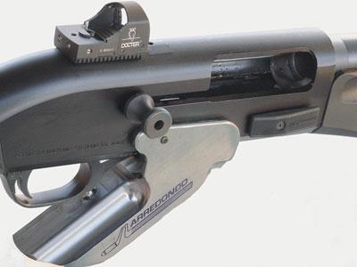 Устройство быстрого заряжания Arredondo, разработанное для Benelli M1 Super 90 и Beretta 1201.
