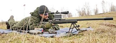 С винтовкой 408-го калибра особо по полю не побегаешь, но переносит ее все же один человек. Данную систему отличает от серийной экспериментальная планка под прицелом с расходом поправок в 400 минут