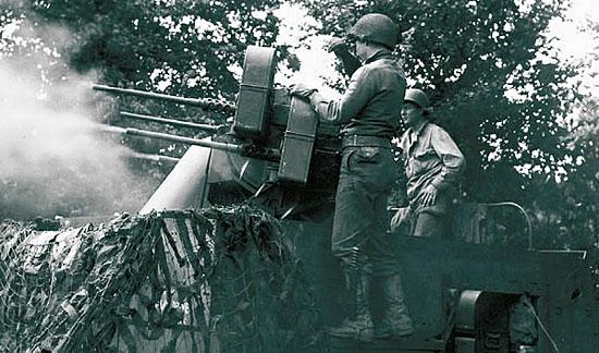 Счетверенная ЗСУ М16, принятая на вооружение 1943 г., для своего времени была грозным оружием.