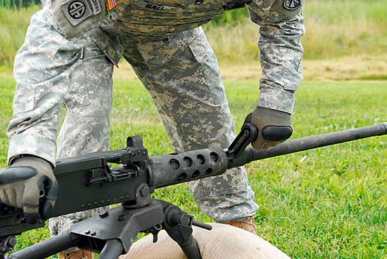 Отличительная особенность пулемета М2А1 – ручка для быстрой замены ствола.