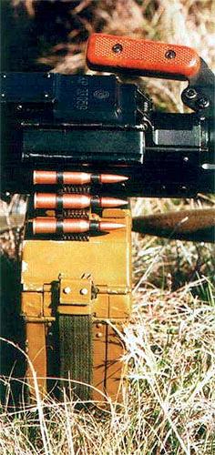 Единые  пулеметы ПК/ПКМ в пехотном варианте обычно снаряжаются 100-патронной  лентой, которая укладывается в специальную коробку, прикрепляемую к  ствольной коробке пулемета снизу