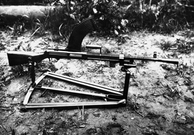 7,62-мм ручной десантный пулемет Дегтярева (РПД-36). Опытный образец 1936 года на универсальном треножном станке Дегтярева (для ведения зенитной стрельбы)