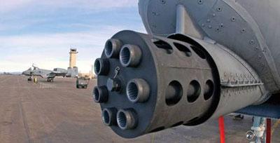 При перезарядке модуль GAU-8 полностью демонтируется из самолета. Это значительно повышает удобство обслуживания пушки. Вращение блока стволов осуществляется двумя гидромоторами, работающими от общей гидросистемы самолета