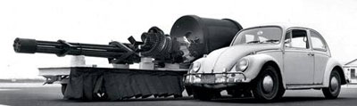 Пушка GAU-8 рядом с Volkswagen Beatle