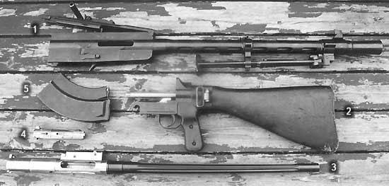 Части неполной разборки пулемёта L/S-26. 1 – короб и кожух пулемёта; 2 – затыльник с прикладом; 3 – ствол со ствольной коробкой; 4 – затвор; 5 – магазин