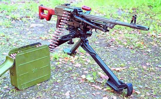 Пулемёт ПКС (ПК на станке 6Т2) с патронной коробкой с лентой на 250 патронов