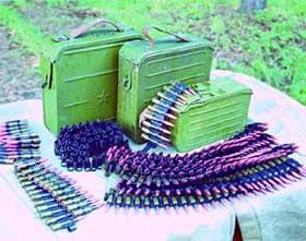 Для стрельбы из ПК/ПКМ используются как штатные ленты, так и кусковые (по 25 патронов) ленты пулемёта ПКТ (танкового). На фото слева