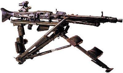 МG.42 в варианте станкового пулемета на станке-треноге обр. 42 в положении для стрельбы лежа