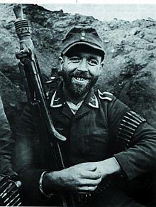 МG.42 у унтер-офицера люфтваффе. Восточный фронт. Март 1945 г.