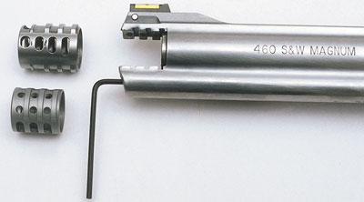 Компенсаторы: укороченный, с «ноздрями» кверху, предусмотрен для пуль с оболочкой, более длинный компенсатор предназначен для свинцовых пуль.