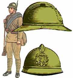 русская каска Адриана обр. 1915 г. и русский пехотинец в каске