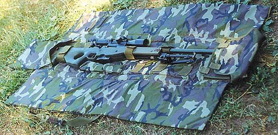 Снайперский мат-кейс «Плато» М102 предназначается не только для переноски и хранения винтовки, но и для использования в качестве стрелкового мата. Использование «Плато» М102 в полевых условиях, показало, что он обеспечивает достаточный комфорт при долгом лежании на позиции