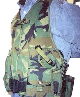 ГП «Союзспецоснащениеи разгрузочный жилет снайпера из комплекта «Кикимора». Видна открытая кобура и расположенные справа горизонтальные подсумки для СВД, которые неудобны при перемещениях ползком