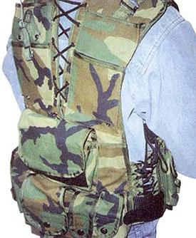 ГП «Союзспецоснащениеи разгрузочный жилет снайпера из комплекта «Кикимора». Спина и плечи жилета загружены карманами. Шнуровка на спине, делает проблематичным ношение ранца