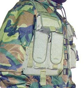 Тактический жилет «Рысь» М15. Под правой рукой заметен подсумок для гранаты «Вспрыск»