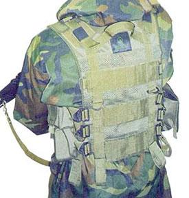 Тактический жилет «Рысь» М15 На спине видны регулировка по росту, эвакуационная петля, места крепления навесных подсумков, сетка. С левой стороны - подсумок для наручников
