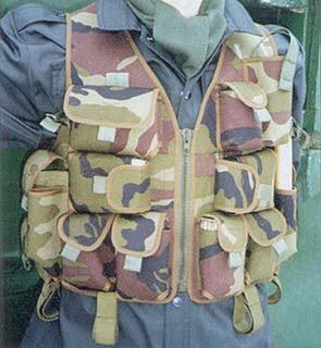 РЖ «Тарзан». Опытный снайперский вариант. Заметны открытое левое плечо, вертикальные полсумки для магазинов для СВА и место для радиостанции