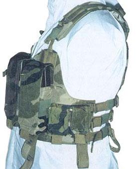 Тактический жилет «Выпь» М02. Видны все элементы регулировки жилета по размеру и росту бойца, подсумки, наплечники и места для крепления страховочных систем
