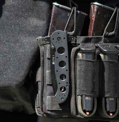 Нож-клиппер закреплённый на набедренной платформе