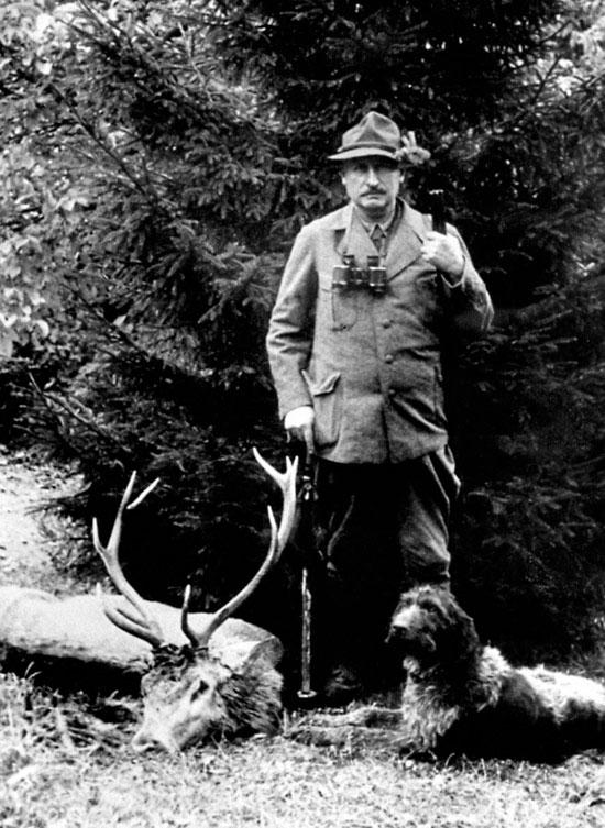 Эрнст Лейтц был страстным охотником. И, может быть, поэтому оптические изделия для охоты занимали значительное место в производственной программе компании