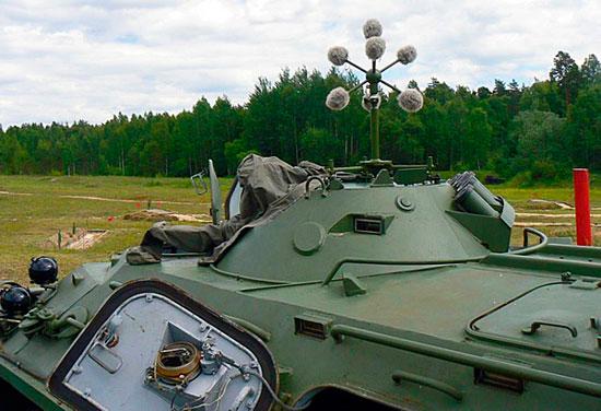 Рис. 5. Вариант размещения антенного устройства на БТР.