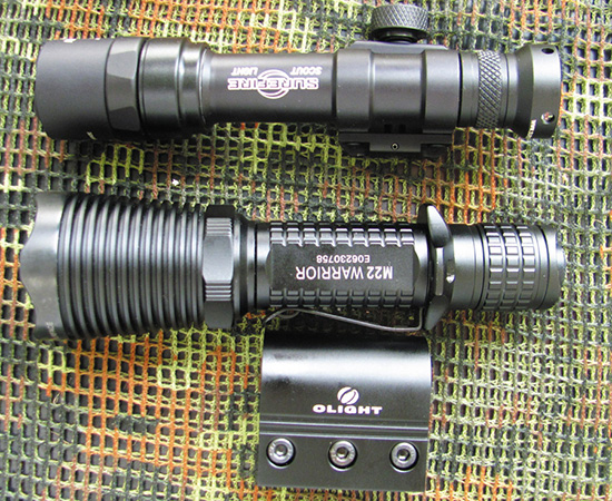 Surefire Ultra Scout M600 (сверху) и Olight M22 Warrior