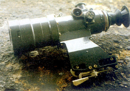 Ночной прицел «Вепрь». Эта модификация снабжена специальным фильтром,  позволяющим в крайнем случае использовать прицел и днем. Естественно,  днем в него видно гораздо хуже, чем через простой оптический прицел.