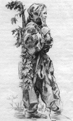Советский снайпер в маскировочном комбинезоне. Обращает на себя внимание, что снайперская винтовка переплетена дубовыми ветками. 1943-1944 годы