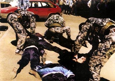 Бойцы российского ОМОНа в камуфлированной форме для действий в городских условиях