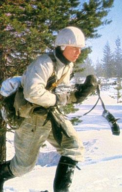 Финский солдат в зимней камуфлированной форме