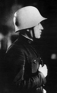 Военинтендант I ранга А.А. Шварц в своей каске 2-го опытного образца. 1936 год