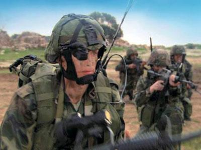 Таким образом можно выглядывать из-за угла и целиться в противника, не подвергая себя смертельной опасности. Упомянутая бригада, сейчас уже действующая в Ираке, будет первой боевой единицей, которой доверено испытать это техническое новшество в реальном бою