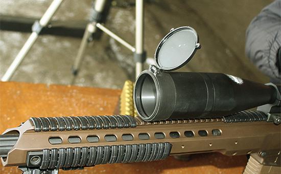 Передняя часть  ложи представляет собой «трубу» счетырьмя планками  Picatinny, накоторые можно закрепить любое дополнительное  оборудование.