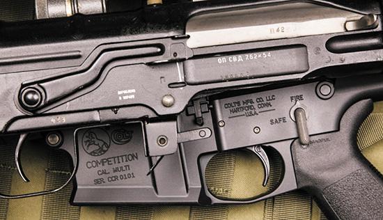 Предохранитель у американской винтовки всегда под рукой, а на СВД он  перекочевал с АК. Это привычно, но не очень удобно для снайпера