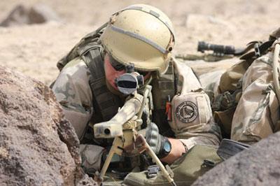 Снайпер 6-й воздушно-десантной бригады польского контингента ISAF в афганской провинции Газни