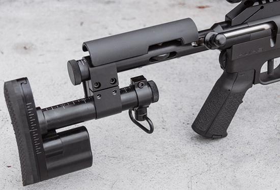 Оригинальный приклад Alias позволяет точно настраивать общую длину,  высоту щеки и затыльника, поворот и сдвиг относительно оси. При этом он  устанавливается непосредственно в торец ресивера винтовки