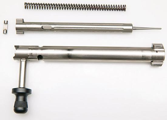 Конструкция затвора оптимизирована для минимального времени срабатывания  (lock time) — всего 1,5 мс! заметьте — боевая пружина размещена внутри  ударника