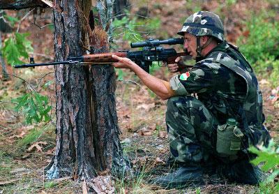 Винтовка СВД – табельное оружие снайперов мотострелковых подразделений Российской армии и некоторых армий дружественных стран.